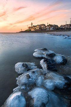 Winter landschap bij vuurtoren Urk van Dennis Mulder