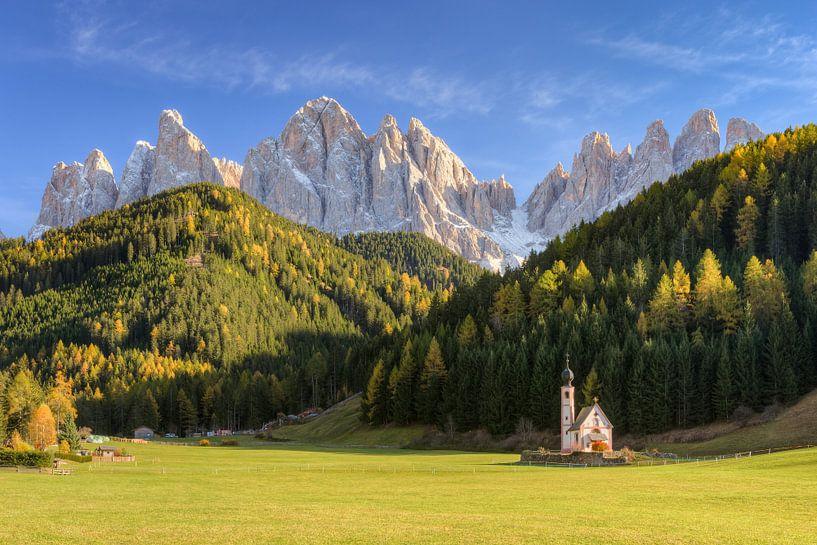 Church in Val di Funes in South Tyrol van Michael Valjak
