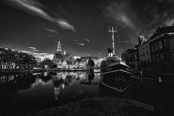 Maassluis, de Haven, de furie en de Groote Kerk von Nathan Okkerse