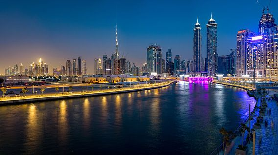 Dubai Canal in de avond