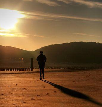 Joggen op het strand van Zoutelande van MSP Canvas