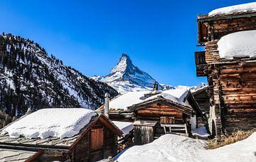 Zicht op de Matterhorn vanuit het bergdorp Ze Gassen, in Wallis, Zwitserland von Arthur Puls Photography