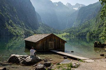 Holzhaus in schöner Landschaft von OCEANVOLTA