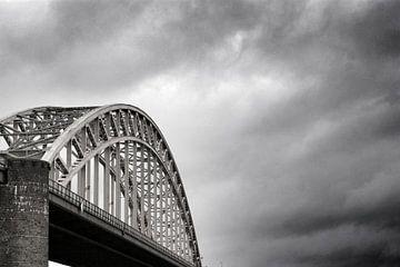 Waalbrücke von Teun Gerritsen