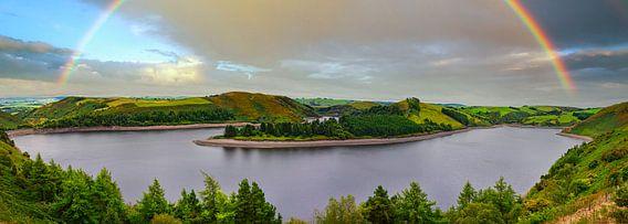 Panorama in Wales met regenboog, Groot Brittannië