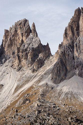Hochragende Gipfel von Sass Pordoi von