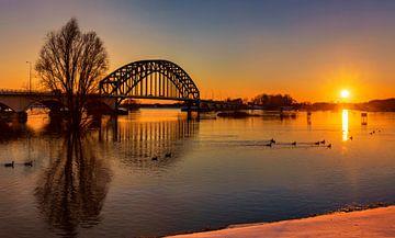 Zonsondergang bij de IJsselbrug in Zwolle van Adelheid Smitt