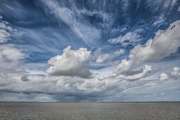 Wolkenlucht boven het Waddengebied sur Harrie Muis