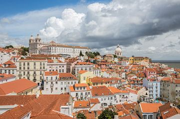 Het uitzicht over Alfama in Lissabon van MS Fotografie | Marc van der Stelt