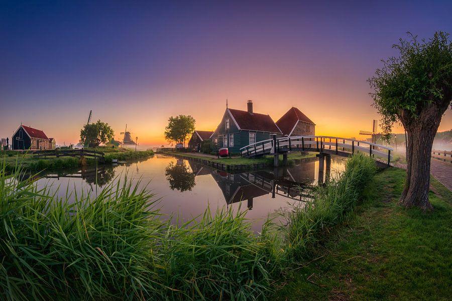 Zaanse Schans met zonsopkomst van Edwin Mooijaart