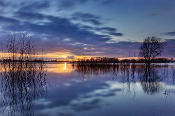 Zonsondergang aan de IJssel bij Deventer van Adelheid Smitt