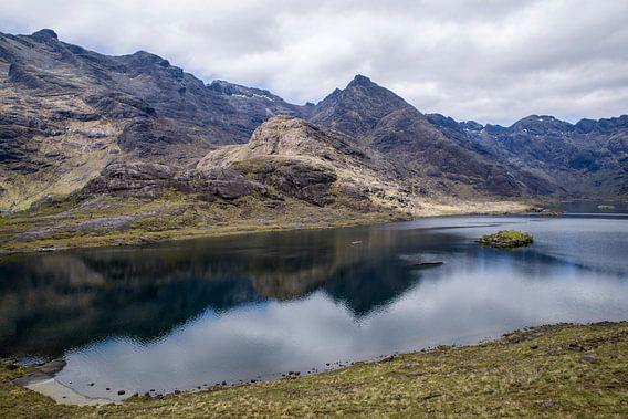 Loch Coruisk - Isle of Skye Scotland van Eriks Photoshop by Erik Heuver