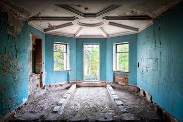 Verlassener blauer Raum. von Roman Robroek