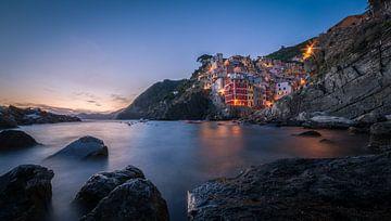 Zonsondergang in Riomaggiore / Cinque Terre von Edwin Mooijaart