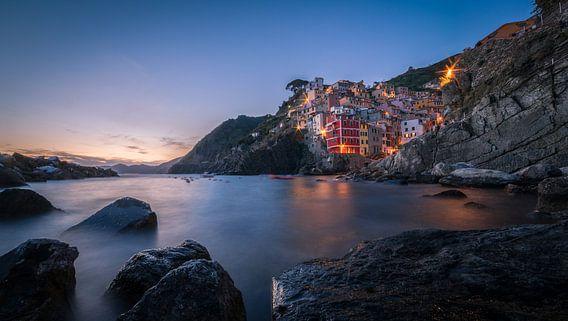 Zonsondergang in Riomaggiore / Cinque Terre van Edwin Mooijaart
