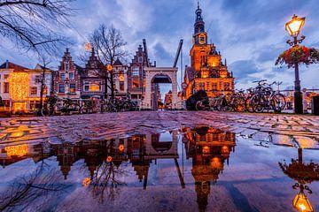 Alkmaar Stadtzentrum in Wasser von peterheinspictures