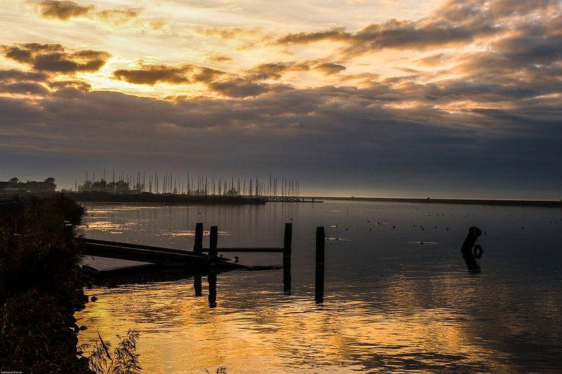 Zonsondergang op het Gooimeer. van Brian Morgan