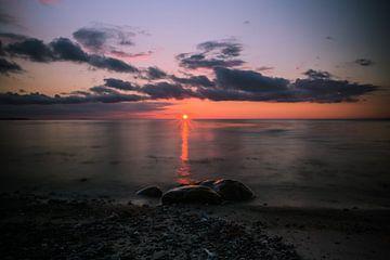 Zee en strand en zonsondergang van Pureframed Photos