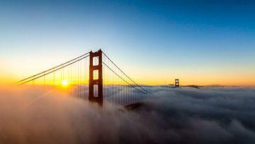 Zonsopkomst over de Golden Gate van Jack Swinkels