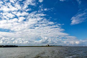 Vuurtoren De Ven vanaf het IJsselmeer van