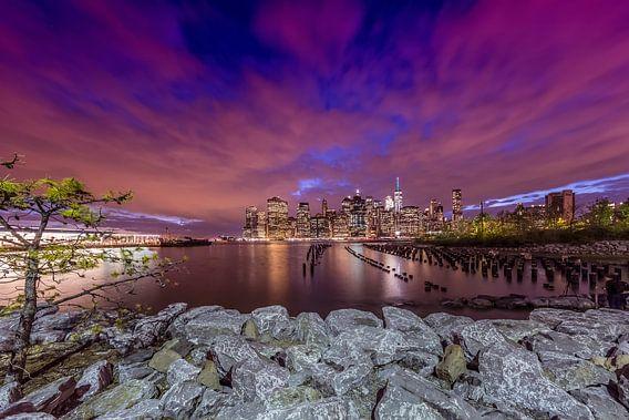 SKYLINE van MANHATTAN zonsondergang boven New York City  van Melanie Viola