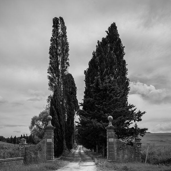 Italië in vierkant zwart wit, Villa Fagnano, Castelnuovo Berardenga van Teun Ruijters