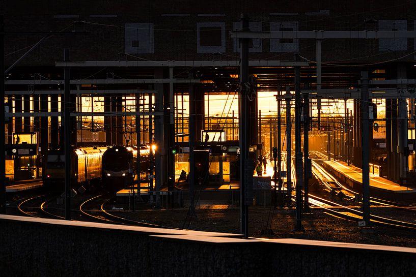 Zonsopkomst station Breda van JPWFoto