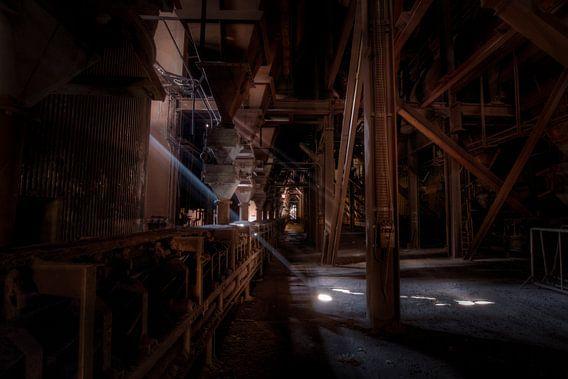 Lichtinval in een verlaten hoogoven