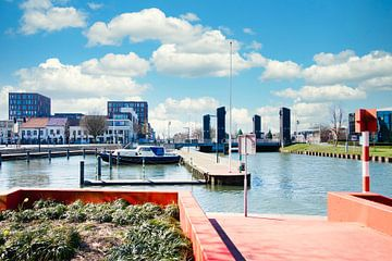 Blick auf die Zuid-Willemsvaart vom Hafen in Weert aus von J..M de Jong-Jansen