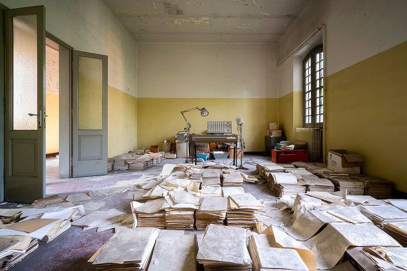 Verlaten Kamer met Dossiers. van Roman Robroek