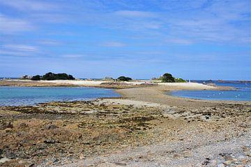 Insel mit weißem Sandstrand und kristallklarem Wasser Port-Blanc Bretagne von
