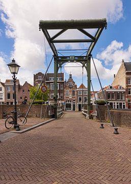 Ophaalbrug de Piet Heynsbrug in Rotterdam Delfshaven van Charlene van Koesveld