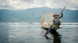 Vissen in het Inle meer van