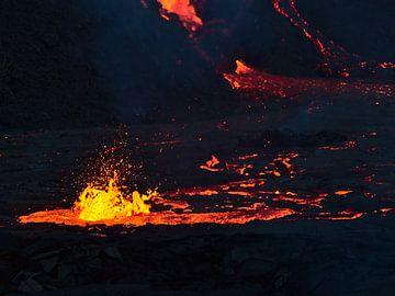 Brodelnde Lava von Timon Schneider