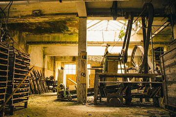 Machines in een oude fabriek von Dylan Nieuwland