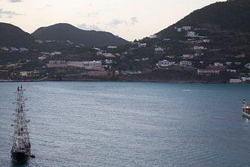 Zeilschip op Caraïbische zee van Koos Koosman