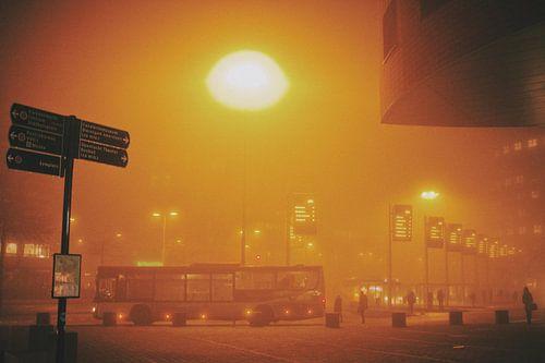Amersfoort Centraal Station op een vroege mistige morgen van