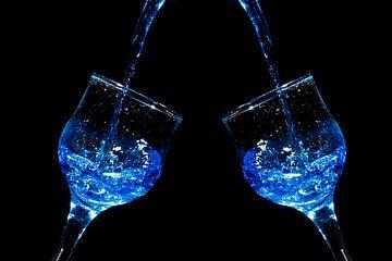 Blue Curacao likeur in glazen geschonken van Nisangha Masselink