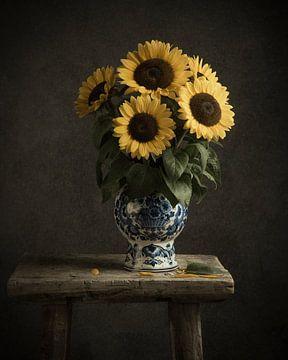 Sonnenblumen in Delfter blauer Vase von Mariska Vereijken