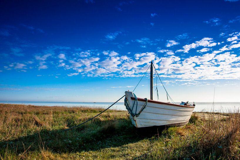 Vissersbootje op de Oostzeekust von Jan Peter Mulder