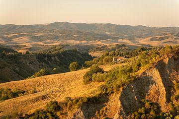 Sonnenuntergang in den Hügeln der Toskana   Italien   Reisefotografie von Mariska Scholtens