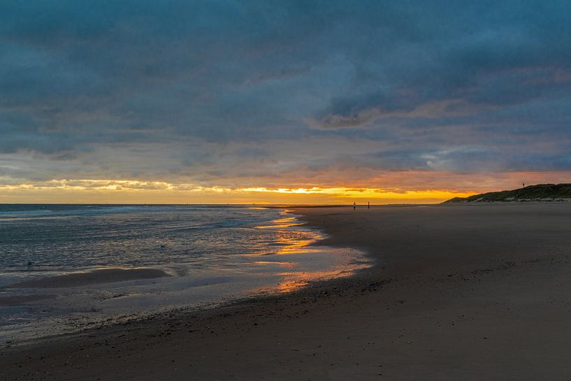 Zonsopkomst op het strand van Vlieland van Ingrid Aanen