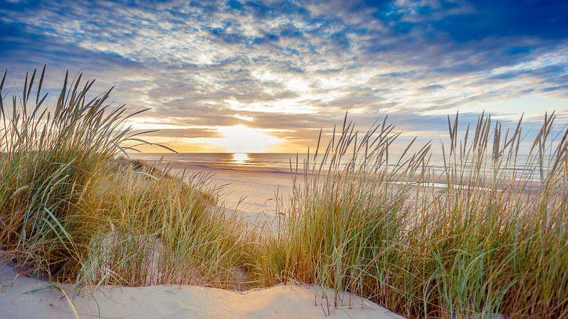 Sonnenuntergang über dem Strand von Ameland von Karel Pops