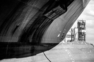 Schiffe im Hafen von Amsterdam entladen für die Reise. von scheepskijkerhavenfotografie