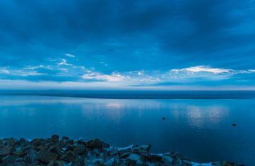 Het blauwe uurtje in de vroege ochtend von Jo Pixel