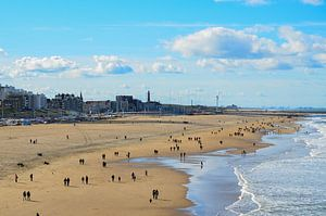 Scheveningen, zee, kust, mensen, strand, Den Haag van Marjolijn Vledder