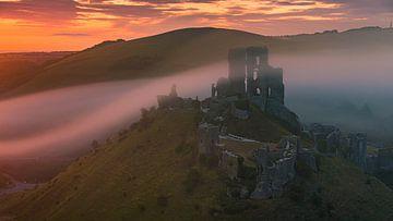 Sonnenaufgang Corfe Castle, Dorset, England von Henk Meijer Photography
