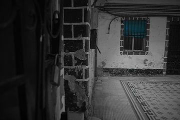Het mysterieuze raam | Cadiz, Spanje van Coco Gonzalez