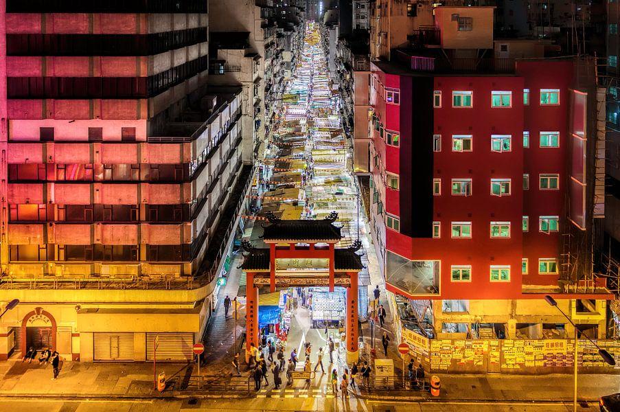 Winkelen in de oneindige Temple Street van Roy Poots