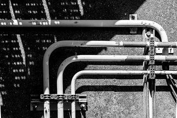 Rohre und Röhren, schwarz und weiß